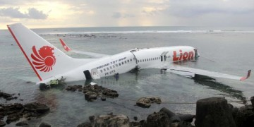Brand-new aircraft Lion Air lands in sea