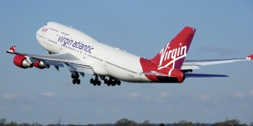 Toestel Virgin Atlantic keert om door laser