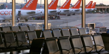 EasyJet pilots vote 'overwhelmingly' to strike