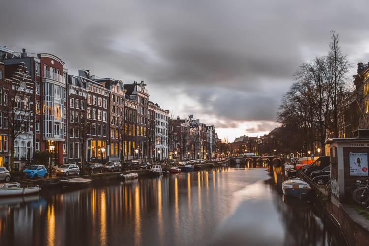 Amsterdam tiene uno de los aeropuertos mas bonitos de toda Europa