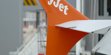 "EasyJet manda in soffitta ""Ladies and gentlemen"" per rispetto della sensibilità gender"